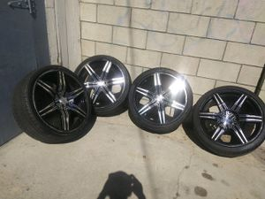 """245/35/20 """" rims two good tires and two popped for Sale in Long Beach, CA"""