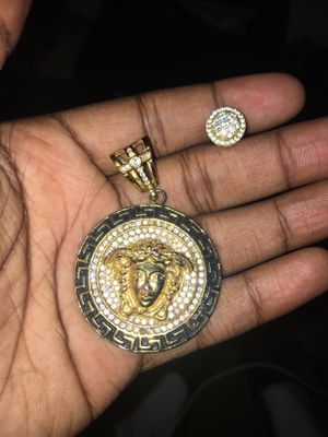 Versace charm & gold diamond ear ring for Sale in Oxon Hill, MD