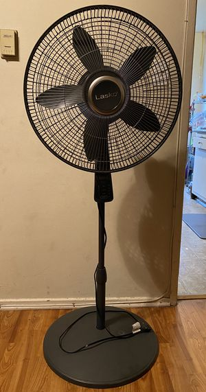 """Lasko 18"""" Pedestal Fan with Oscillation and Thermostat for Sale in Los Angeles, CA"""