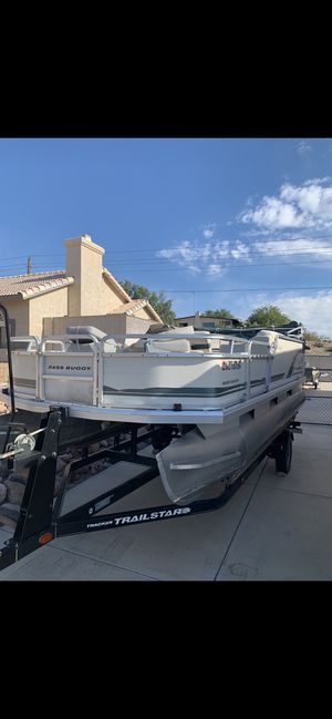 Sun Tracker Bass Buggy Pontoon Boat for Sale in Las Vegas, NV