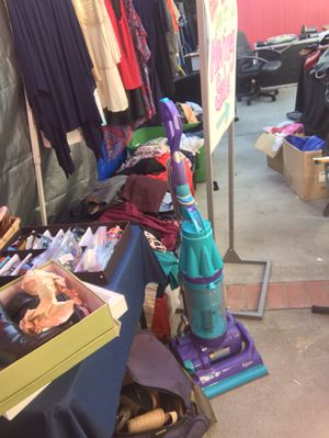 Dyson floor vac used for Sale in Burlingame, CA