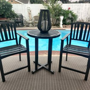 ALUMINUM 3 PIECES BISTRO PATIO SET WITH TALL TABLE ... 2 BARSTOOLS ECXELLENT CONDITION for Sale in Spring Valley, CA