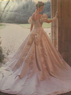 Wedding dress for Sale in Norwich, CT