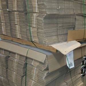 (25 Pack) Flat Cardboard Corrugated Shipping 📦 Box 13 ×9 ×3 for Sale in Rowland Heights, CA