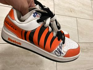 Reebok Shoes Size 8 Signed by Chad Ochocinco Authentic for Sale in Miami, FL