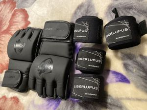 LIBERLUPUS UFC Boxing Gloves for Sale in Gilroy, CA