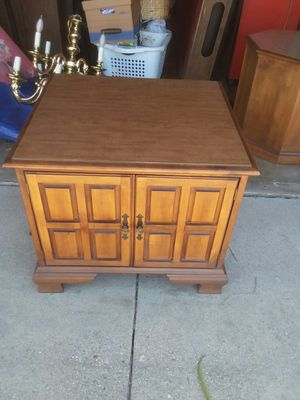 Century square end table for Sale in Montclair, CA