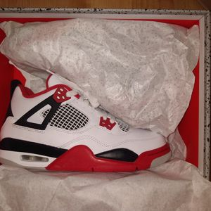GS Fire Red Jordan 4 Size 7y for Sale in Chicago, IL