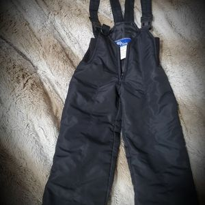 Toddlers 2t Snow Bib for Sale in Moreno Valley, CA