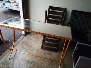 NWT- orangish/Bronze Mirrored top Entryway table for Sale in Hilliard, OH