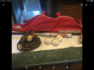 "Complete baseball package including Wilson Paul Konerko 10.5"" glove MINT, Easton Like new bat bag, 3 baseballs, aluminum bat 28"" and 18 ounces spi for Sale in Plainfield, IL"