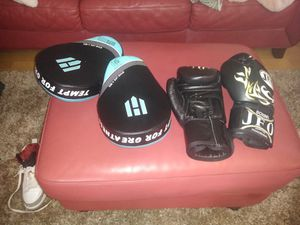 Professional boxing gloves JFO AND HAWK PUNCHING MITTS for Sale in St. Petersburg, FL