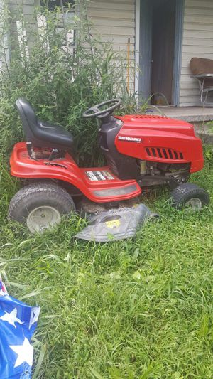 Riding lawn mower for Sale in Jeannette, PA