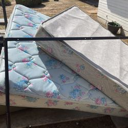Twin Bed Matris Frame for Sale in Reedley,  CA