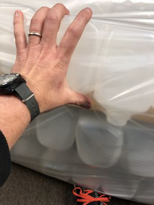 Quart Jugs 32 oz 324 available can split for Sale, used for sale  Portland, OR