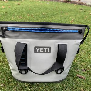 YETI Hopper Cooler for Sale in Kirkland, WA