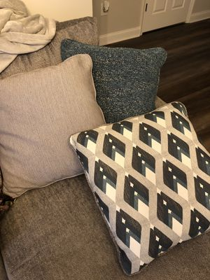 SIX BRAND NEW COUCH PILLOWS for Sale in Marlboro Township, NJ