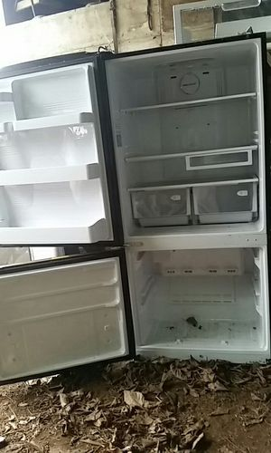 Black Samsung Refrigerator for Sale in Fresno, CA