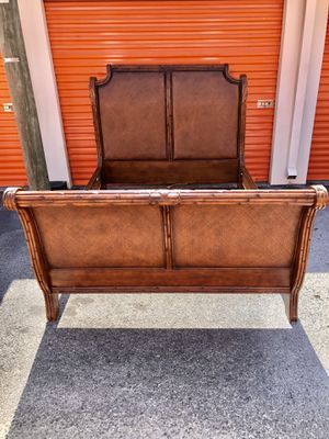 American Signature West Indies Queen Size Bed Frame for Sale in Brandon, FL