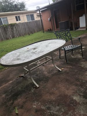 Oval table 1 chair for Sale in Miami, FL