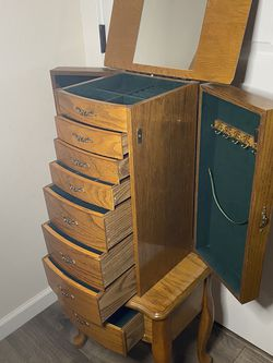 Vintage Jewelry Armoire for Sale in Salem,  OR
