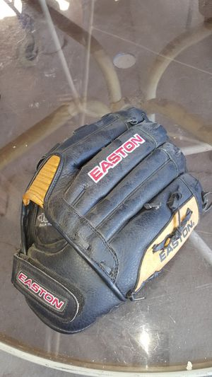 Baseball leaft hands glove for Sale in Phoenix, AZ