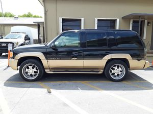 2000 Cadillac Escalade 4x4 same as Tahoe yukon for Sale in Pembroke Pines, FL