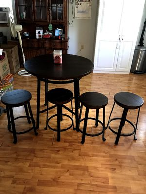 Bar height Round Table set for Sale in Aurora, CO