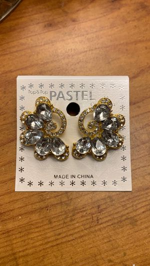 Gold /diamond earrings for Sale in Waukegan, IL