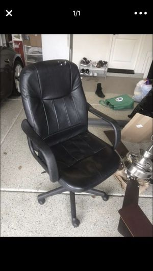 Office chair black adjustable for Sale in San Diego, CA
