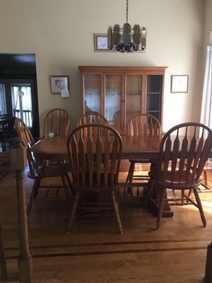 Looking for offers on dining room table and hutch for Sale in Elmhurst, IL