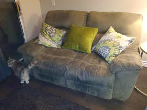 MOVING / FREE!! Duel recliner couch everything works FREE!! for Sale in Murrieta, CA