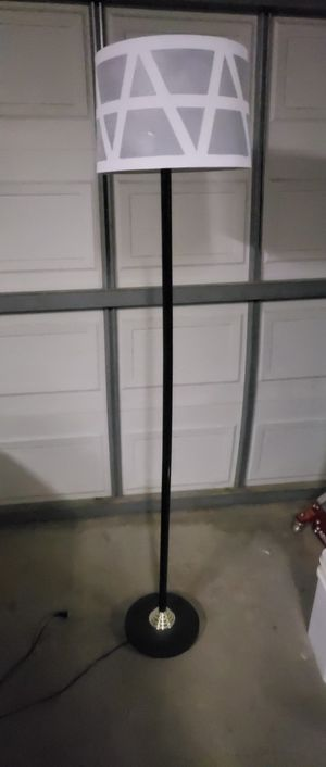 Floor lamp with a shade for Sale in Victorville, CA