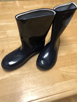 Boys rain boots size 2-3. for Sale in Silver Spring, MD
