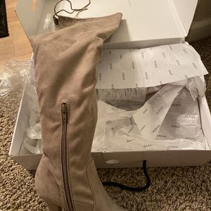 Brand New Guess Overknee Boots 👢 for Sale in Marysville, WA