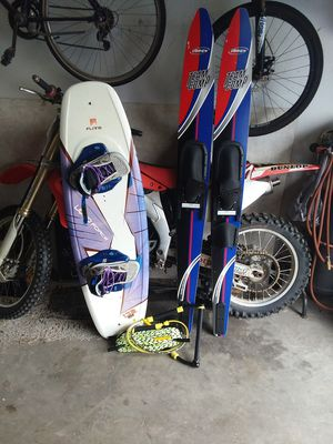 Pair of brand new water skiis, wakeboard, and brand new rope for Sale in Mount Solon, VA