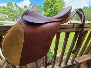 """16"""" Stubben Siegfried English / Jumping / AP Saddle *Barely Used* w/ Shires bag for Sale in Havelock, NC"""