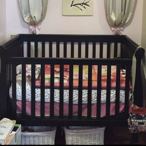 Sleigh Edge Crib With dresser for Sale in PA, US