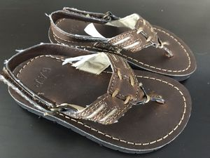 baby Gap toddler boys leather Brown Flip Flops sandals Size 9 for Sale in Alexandria, VA