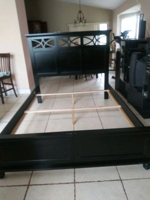 Queen bed frame, head and foot board for Sale in Lutz, FL