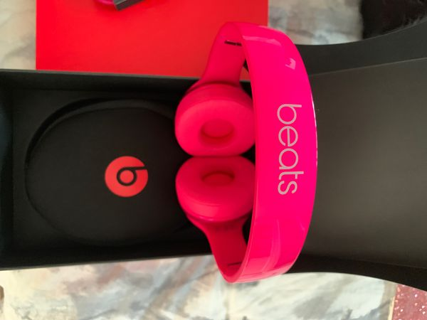 BEATS SOLO 2 WITH CARRY CASE NOT WIRELESS