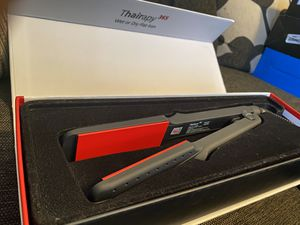 NEW Thairapy 365 WET OR DRY STRAIGHTENING IRON for Sale in Palmdale, CA