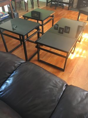 Very nice metal coffee table set w/ tempered glass for Sale in Kent, WA