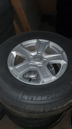 Jeep gladiator/wrangler wheels and tire for Sale in Statesville,  NC
