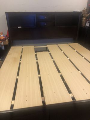 Wooden bed with headboard & dresser drawers for Sale in Pacific, WA