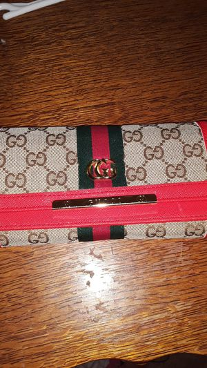 Gucci woman's wallet for Sale in Washington, DC