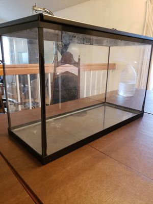 Glass Tank 30 gal with stand for Sale in Richmond, CA