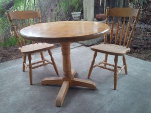 Kitchen table w/ 2 chairs for Sale in Hemet, CA