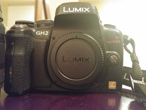 Panasonic Lumix DMC-GH2 16MP Digital camera with G Vario 14-42mm f/3.5-5.6 ASPH MRGA OIS Zoom lens H-FS014042 for Sale in Chicago, IL