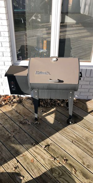 Traeger Grill/Wood pellet smoker for Sale in Bloomington, IL